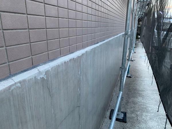 東京都国立市 外壁塗装 付帯部塗装 防水工事 事前調査 コーキングの劣化、基礎の雨染み (6)